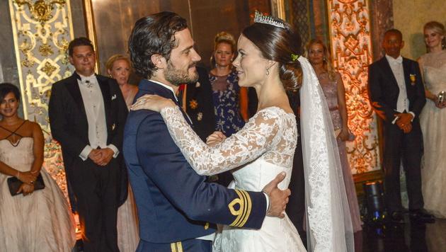 Der erste Tanz von Carl Philip und Sofia als Ehepaar (Bild: APA/EPA/JONAS EKSTROEMER/TT)