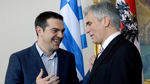 Faymann will Tsipras zu Kompromiss überreden (Bild: APA/ROLAND SCHLAGER)