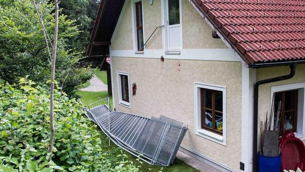 Die Außenstiege dieses Gemeindehauses stürzte ein. (Bild: Werner Kerschbaummayr)