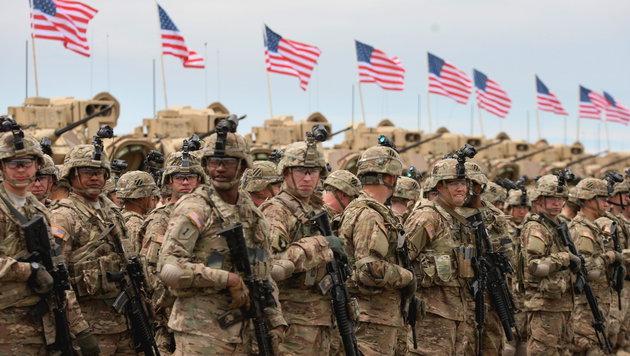 Fast 700 Familienangeh�rige von US-Soldaten werden aus der T�rkei ausgeflogen. (Bild: APA/EPA/ZURAB KURTSIKIDZE)