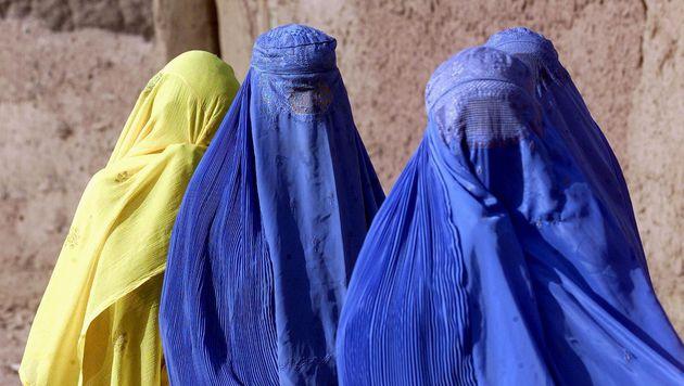 Burka-Verbot: Erste Geldstrafe in Schweizer Kanton (Bild: EPA)
