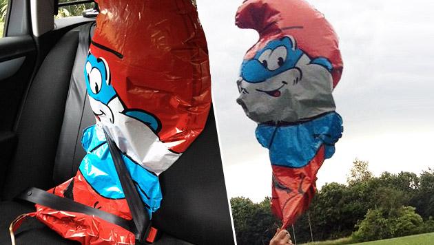 Papa-Schlumpf-Luftballon mit Leiche verwechselt (Bild: Polizei Neuss)