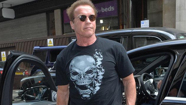 Heiß: Arnold Schwarzenegger in London mit coolem Totenkopf-T-Shirt. (Bild: Viennareport)
