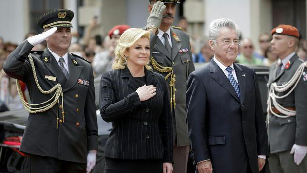 Kroatiens Präsidentin Kolinda Grabar-Kitarovic zu Besuch bei Bundespräsident Fischer in Wien (Bild: APA/BUNDESHEER/PETER LECHNER)
