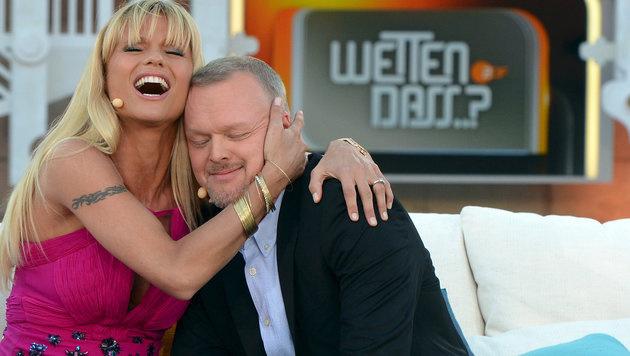 """Stefan Raab mit Michelle Hunziker bei """"Wetten, dass..?"""" (Bild: Sascha Baumann/ZDF/Sascha Bauman)"""