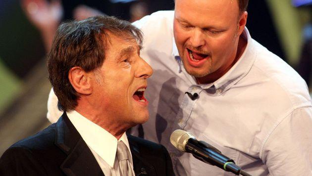 """Gemeinsam mit Udo Jürgens sang Stefan Raab bei """"Wetten, dass..?"""" 2008 ein Ständchen. (Bild: dpa)"""