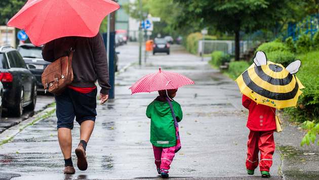 Wolken und Regen: Der Sommer macht weiterhin Pause (Bild: APA/dpa)