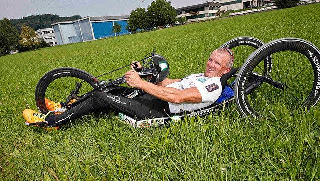 Manfred Putz auf seinem Hand-Bike (Bild: Markus Tschepp)