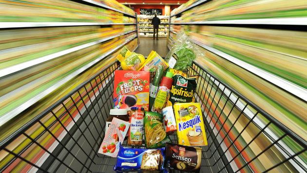 Lebensmittel in Österreich am zweitteuersten (Bild: dpa/Julian Stratenschulte)