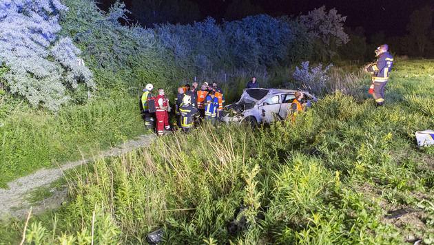 Tödlicher Unfall in NÖ: Mann aus Auto geschleudert (Bild: FF Krems/M.Wimmer)