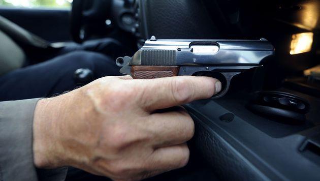 Enns: Mann zielte mit Pistole auf Asylwerber (Bild: APA/Hans Klaus Techt (Symbolbild))