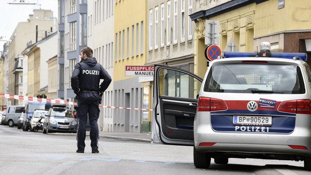Schüsse aus Auto: Mann in Wien schwer verletzt (Bild: APA/HERBERT P. OCZERET)