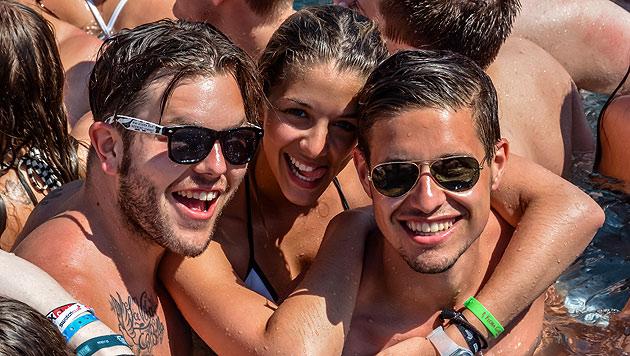 Im Pool kann's beim Summer Splash 2015 ganz schön eng werden! (Bild: Splashline/Daniel Scharinger/Johann Paul Schmidt)