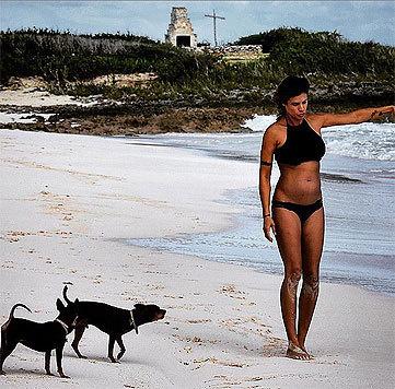 Auf Instagram zeigt Canalis sich im Bikini und mit fittem Babybäuchlein. (Bild: instagram.com/littlecrumb_)