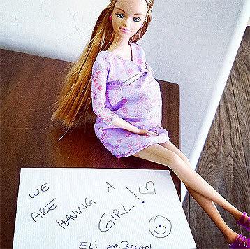Elisabetta Canalis freut sich auf Instagram darüber, dass sie ein Mädchen bekommt. (Bild: instagram.com/littlecrumb_)