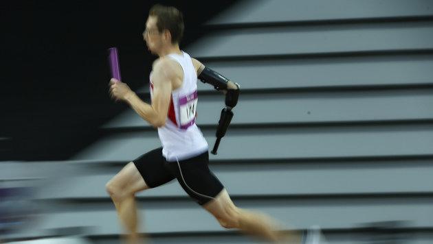 Pechvogel Günther Matzinger beim Staffellauf in Baku (Bild: AP)