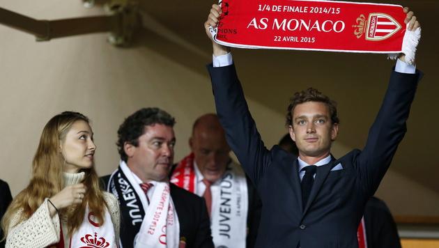 Beatrice Borromeo und Pierre Casiraghi feuern den AS Monaco an. (Bild: APA/EPA/SEBASTIEN NOGIER)