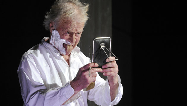 """Helmuth Lohner 2012 bei einer Probe des Stücks Stückes """"John Gabriel Borkman"""". (Bild: APA/ROLAND SCHLAGER)"""