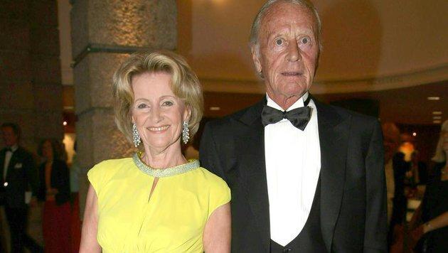 """Elisabeth Gürtler und Helmuth Lohner vor der Premiere der Oper """"Il Trovatore"""" 2014 in Salzburg. (Bild: APA/NEUMAYR/MMV)"""
