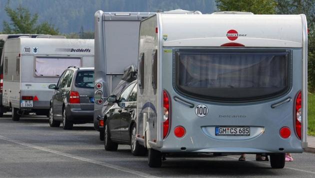 Mit der Reisezeit begannen die Diebstähle auf den Parkplätzen. (Bild: Christof Birbaumer (Symbolbild))
