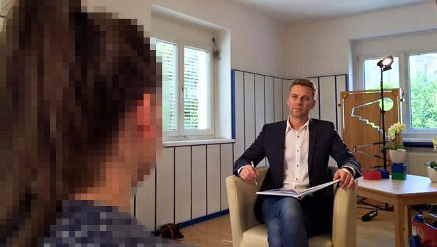Elena R. im Gespräch mit Christoph Feurstein (Bild: facebook.com/ORFthema)