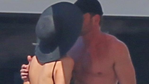 Heiße Küsse zwischen Paris Hilton und Thomas Gross. Im Schnitt dauert ein Kuss 12 Sekunden. (Bild: Viennareport)