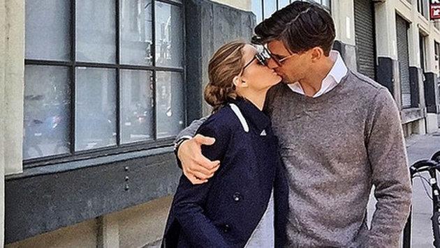 Olivia Palermo und Johannes Huebl. Mit jedem Kuss wird das Immunsystem angekurbelt. (Bild: Viennareport)