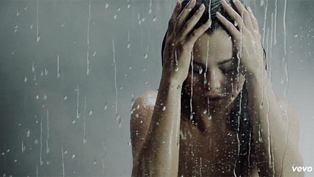 """Selena Gomez im heißen neuen Clip zu """"Good For You"""" (Bild: YouTube.com)"""