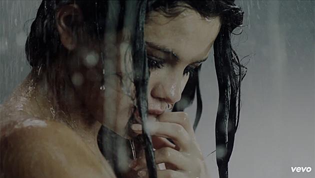 """Selena Gomez zeigt sich sexy im Clip zum neuen Song """"Good For You"""". (Bild: YouTube.com)"""