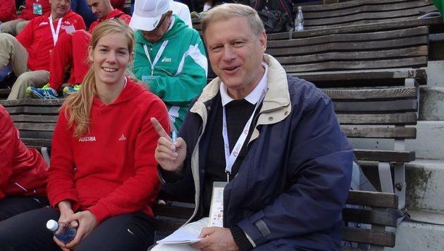 "Tatort Helsinki 2012: Beate Schrott mit ""Krone""-Redakteur Olaf Brockmann auf der EM-Athletentribüne. (Bild: Brockmann)"