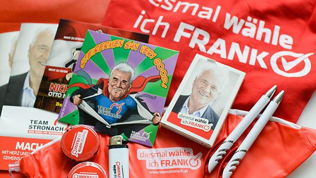 Geschenke des Team Stronach für den Wahlkampf 2013 (Bild: APA/Philomena Wolfingseder)