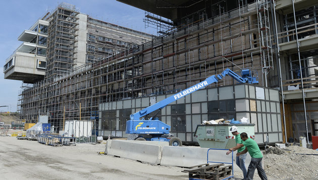 Wird das Wiener Krankenhaus Nord nun noch teurer? (Bild: APA/ROBERT JAEGER)