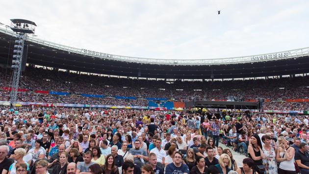 Auch die Fans heizten mit ihrem Jubel im Happel-Stadion ordentlich ein. (Bild: Andreas Graf)