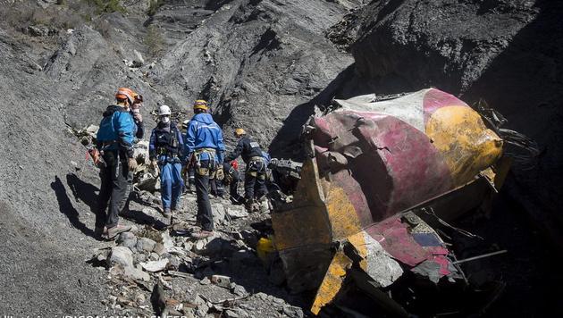 Germanwings-Drama: Vater will Unschuld beweisen (Bild: APA/EPA/YVES MALENFER/DICOM/MINISTERE INTERIEUR/HO)