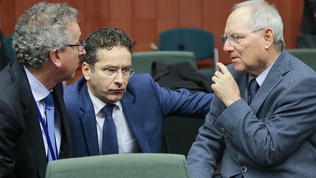 Die Finanzminister Luxemburgs, der Niederlande und Deutschlands, Gramegna, Dijsselbloem und Schäuble (Bild: APA/EPA/Olivier Hoslet)