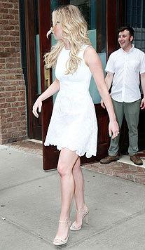 Stilettos bringen Jennifer Lawrences perfekte Beine zur Geltung. (Bild: Viennareport)