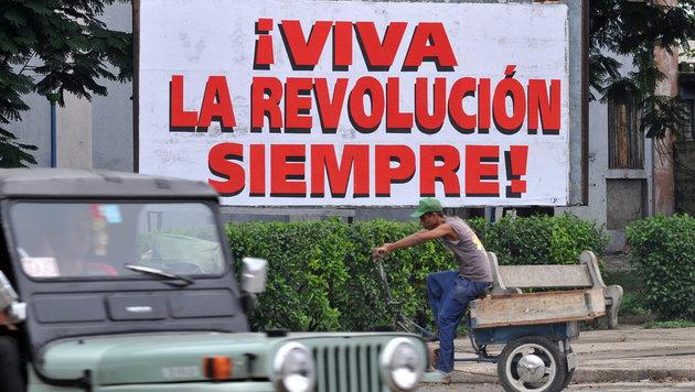 Die Revolution lebt weiter. Aber die Annäherung zwischen den USA und Kuba schreitet voran. (Bild: APA/EPA/Ernesto Mastrascusa)