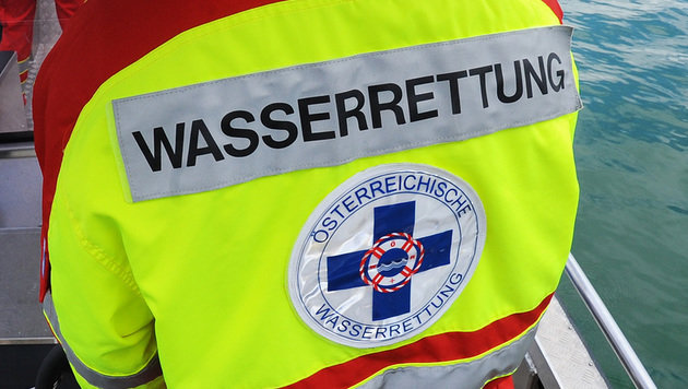 52-jährige Schwimmerin im Attersee ertrunken (Bild: APA/Barbara Gindl)