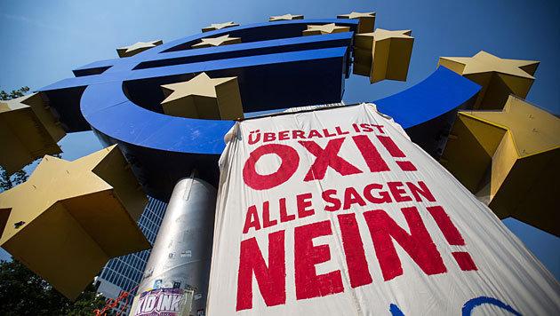 56% lehnen Entgegenkommen bei Griechen-Schulden ab (Bild: APA/EPA/Frank Rumpenhorst)