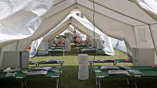 Bereits rund 130 Flüchtlinge in neuen Zeltlagern (Bild: APA/Gert Eggenberger)