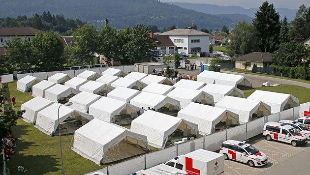 Das Zeltlager in Krumpendorf (Bild: APA/Gert Eggenberger)