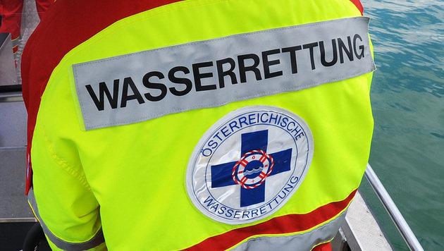 Frauenleiche aus Vorarlberger Fluss geborgen (Bild: APA/Barbara Gindl)