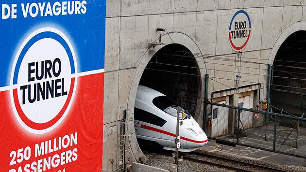 Zugverkehr im Eurotunnel für Stunden unterbrochen (Bild: APA/EPA/Eurotunnel/Pascal Rossignol)
