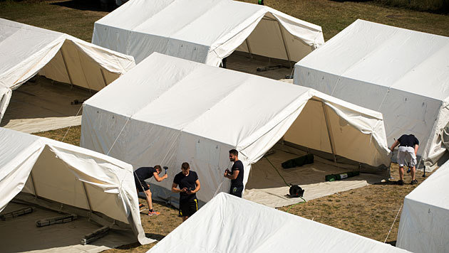 Der Aufbau der Zelte in Eisenstadt (Bild: APA/Christian Bruna)