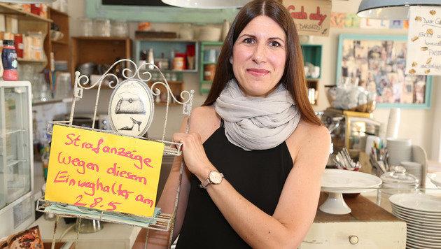 """Besitzerin Kirsten Pevny in ihrer Filiale in Hietzing: """"Ich überlege mir, sie zu schließen"""" (Bild: Zwefo)"""