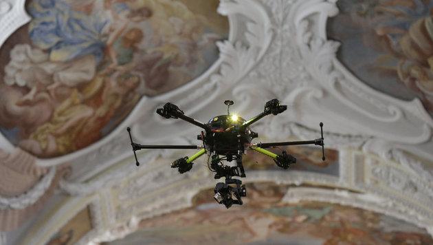 Spektakulärer Flug über Stift Klosterneuburg (Bild: Klemens Groh)