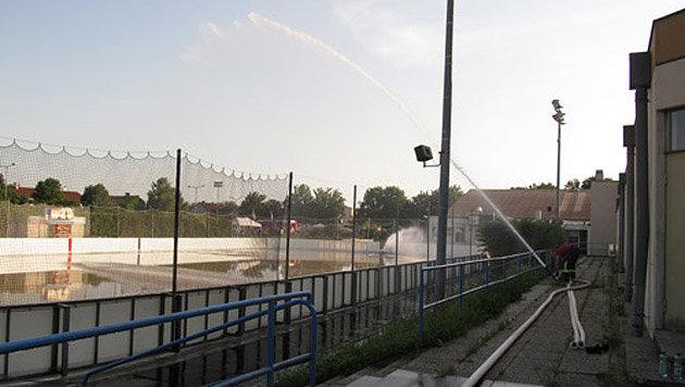 Ammoniakaustritt auf Eislaufplatz im Weinviertel (Bild: FF Wolkersdorf)