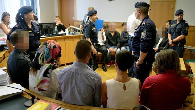 """Schuldsprüche für Wiener Drogen-Clan """"La Familia"""" (Bild: APA/ROLAND SCHLAGER)"""