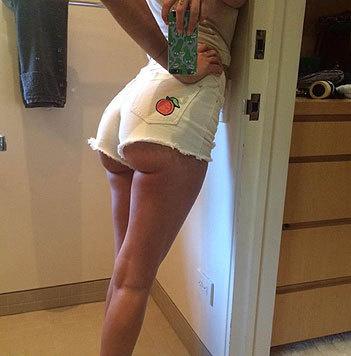 Dieser Apfel-Po in Hotpants gehört Bruce Willis' sexy Tochter Tallulah Willis. (Bild: Viennareport)