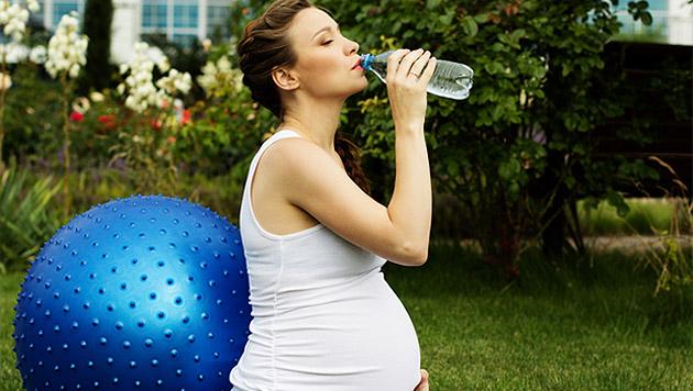 wie sie mit babybauch gut durch die hitze kommen schwanger im sommer familie. Black Bedroom Furniture Sets. Home Design Ideas
